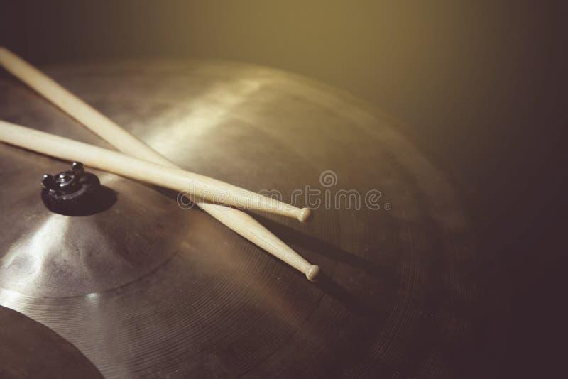 Uitstekende toon van spel de trommel stock foto