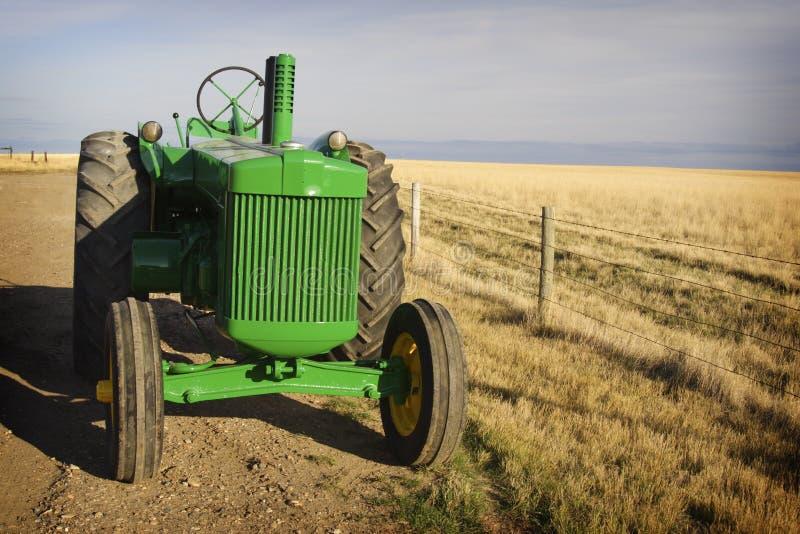 Uitstekende Tractor stock afbeeldingen