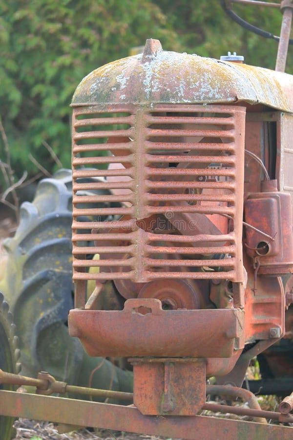 Uitstekende Tractorgrill en Band stock foto