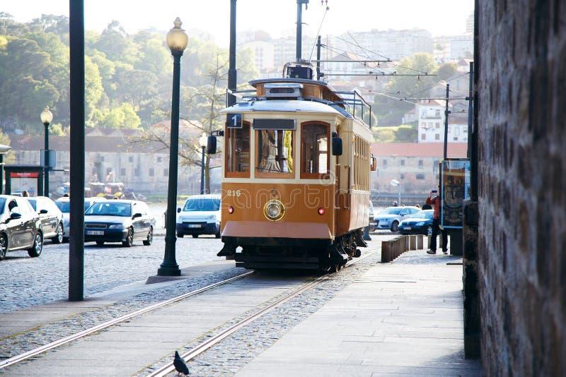 Uitstekende tram in de stad van Porto, Portugal, mooie mening van de stad royalty-vrije stock afbeelding