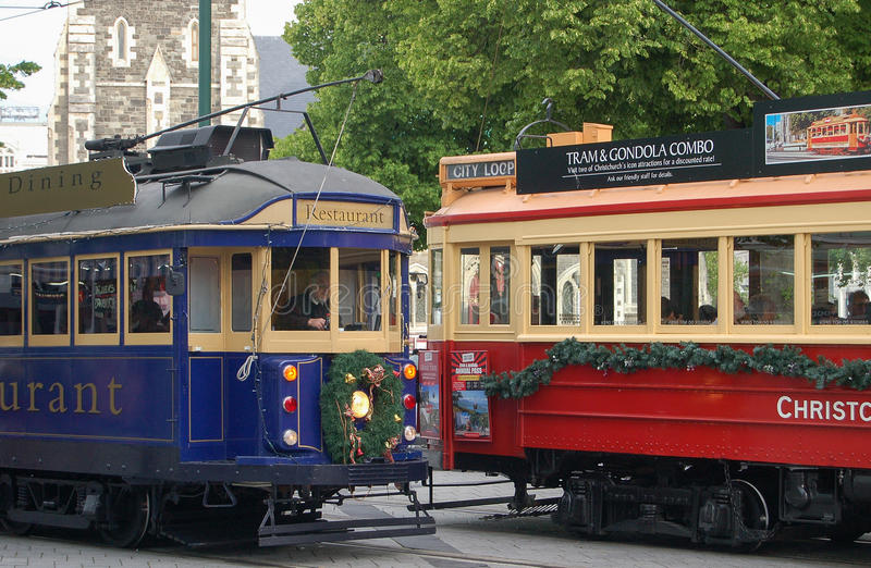 Uitstekende Trams met Kerstmisdecoratie in Christchurch stock afbeelding