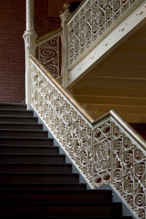 Uitstekende Trappen Stock Afbeeldingen