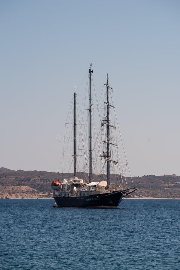 Uitstekende varende boot op Egeïsche overzees op de zomertijd royalty-vrije stock fotografie