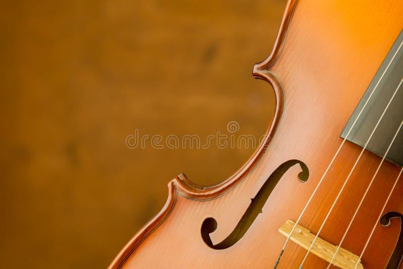 Uitstekende viool op oude staalachtergrond stock foto's