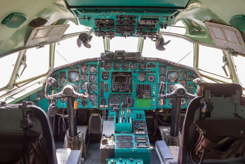 Uitstekende vliegtuigcockpit stock afbeeldingen