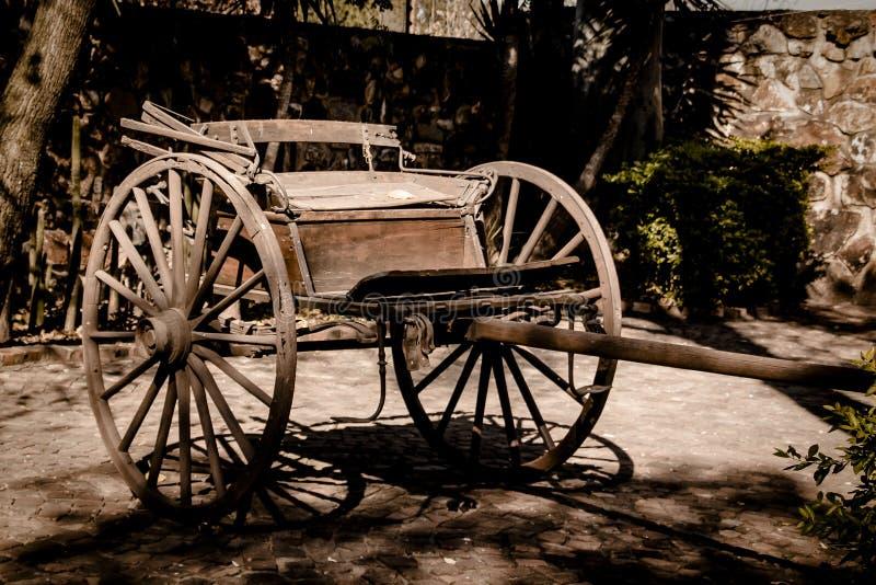 Uitstekende wagen royalty-vrije stock afbeeldingen