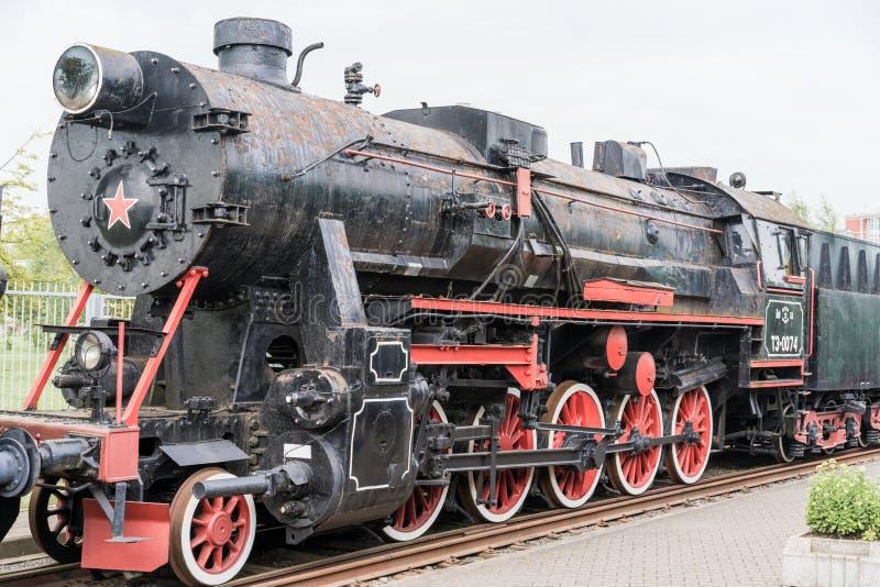 Uitstekende zwarte stoom voortbewegings oude trein stock afbeeldingen
