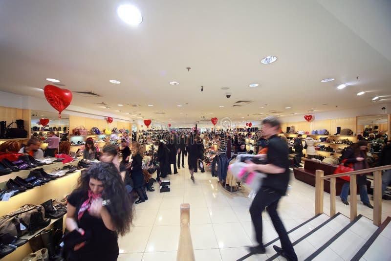 Uitverkoop van schoenen in Okhotny Ryad royalty-vrije stock foto