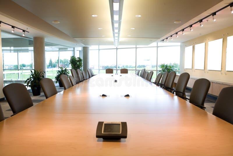 Uitvoerende bestuurskamer hoofdmening in schoon bureau. royalty-vrije stock afbeeldingen