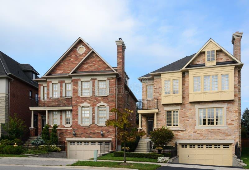 Uitvoerende huizen stock afbeeldingen