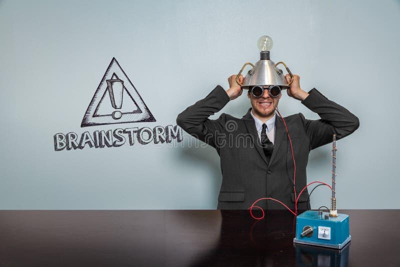 Uitwisselings van ideeëntekst met uitstekende zakenman royalty-vrije stock foto