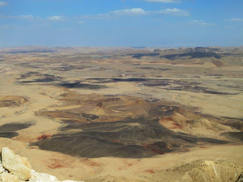 Uitzicht πέρα από de Ramon krater  Άποψη πέρα από τον κρατήρα του Ramon (Mitzp στοκ εικόνα με δικαίωμα ελεύθερης χρήσης