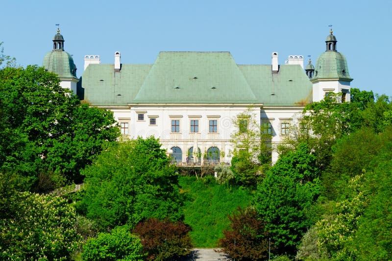 Ujazdow Castle, που βλέπει από το βασιλικό κανάλι, Βαρσοβία, Πολωνία στοκ εικόνα με δικαίωμα ελεύθερης χρήσης