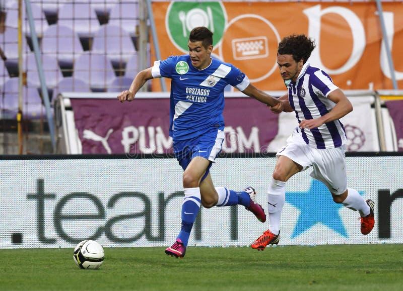 Ujpest против футбольного матча лиги банка MTK OTP стоковые фото