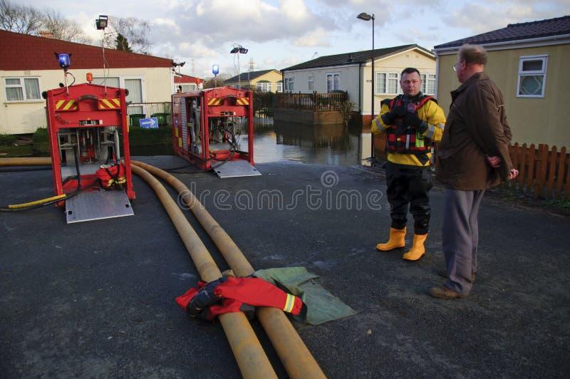 UK 2012 översvämmar Chertsey royaltyfria bilder