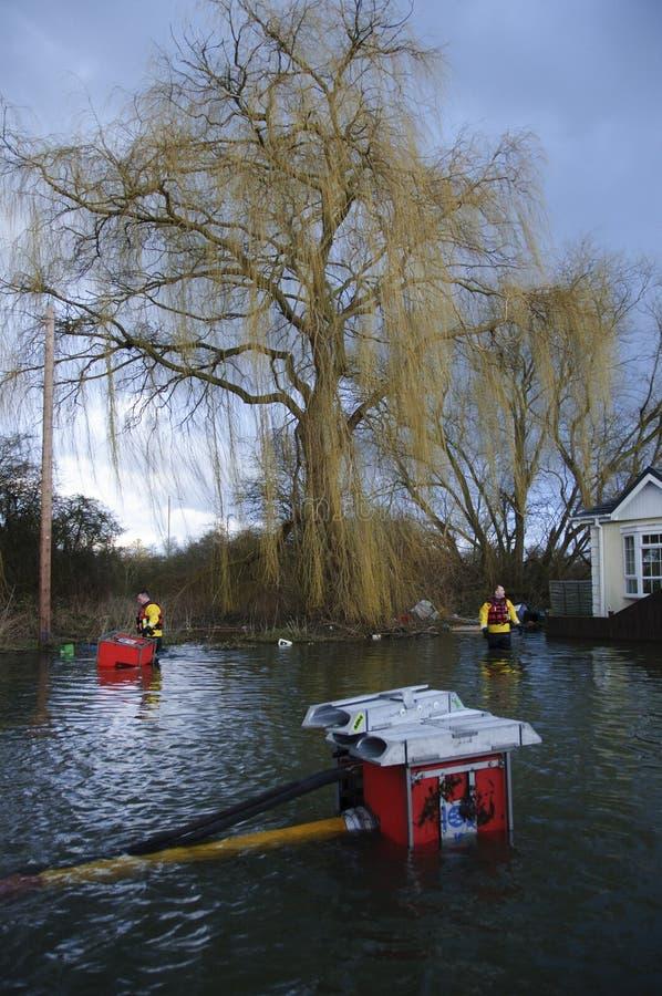 UK 2012 översvämmar Chertsey arkivbild