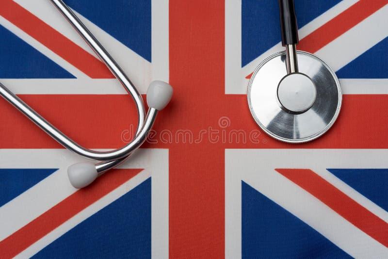 UK flaga i stetoskop Pojęcie medycyna zdjęcia royalty free