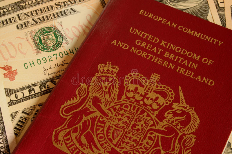 UK-pass och valuta royaltyfria bilder
