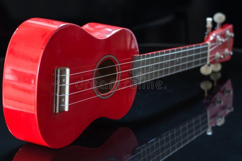 Ukelele rojo del soprano imágenes de archivo libres de regalías