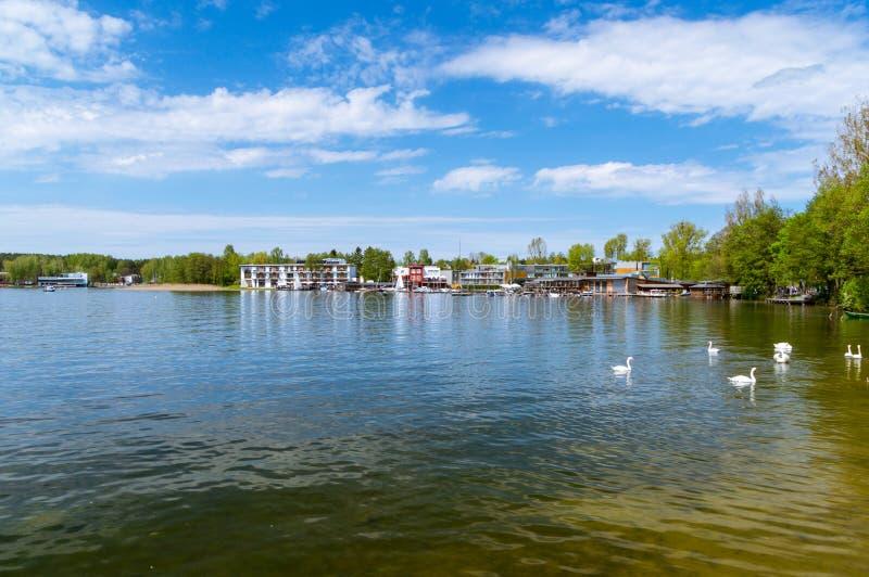 Ukiel sjö i Olsztyn i Polen royaltyfri fotografi