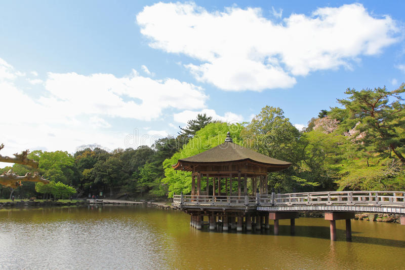 Ukimido Sagiike池塘的,奈良公园眺望台亭子在奈良,亚帕 库存照片