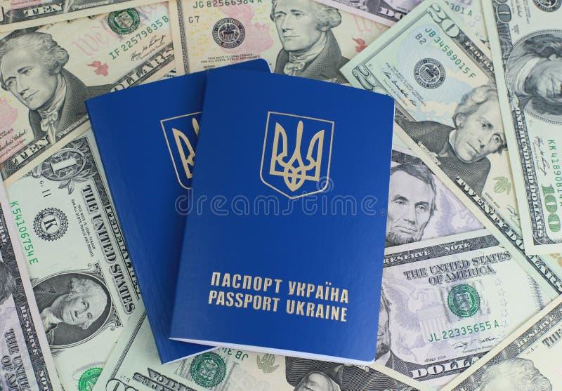 Ukraińscy międzynarodowi paszporty fotografia stock