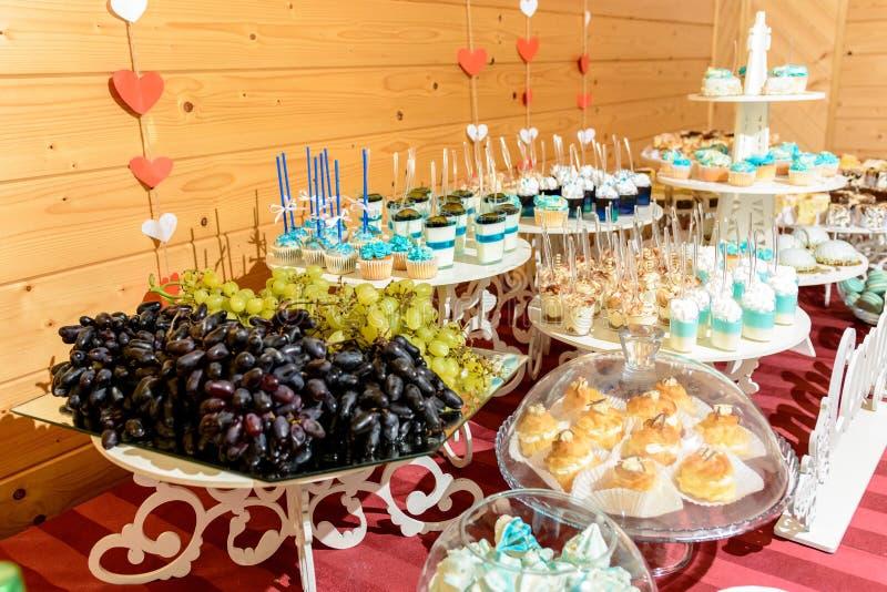 Ukraiński ślub i cukierki, ładny bufeta stół zdjęcie stock