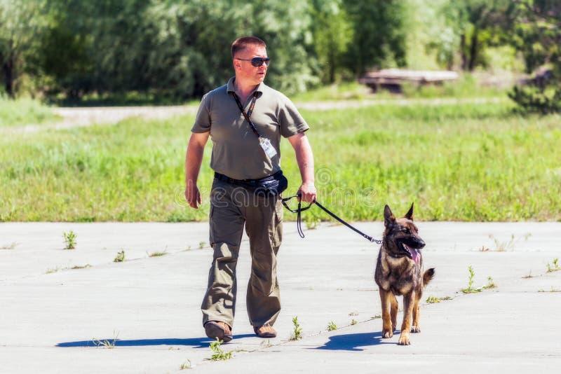 Ukraina Borispol - MAJ 22: Tjänste- Boryspil för hund internationell flygplats på Maj 22, 2015 i Borispol, Ukraina arkivfoton