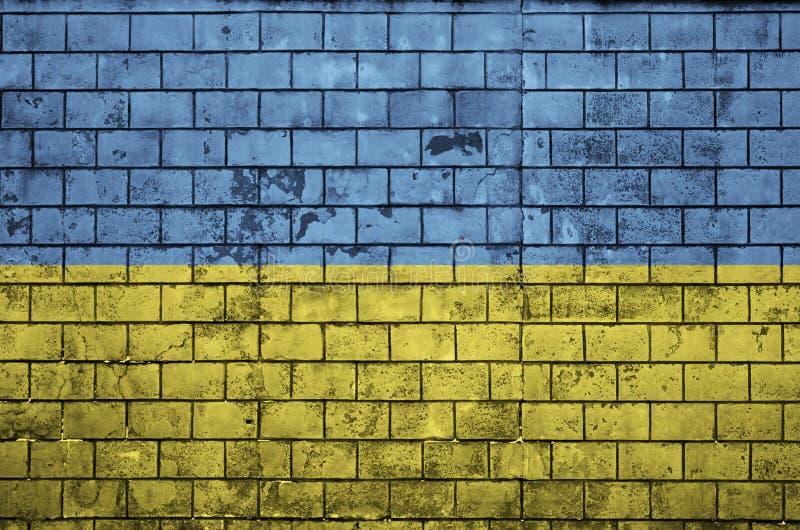 Ukraina flaga maluje na starym ściana z cegieł ilustracji