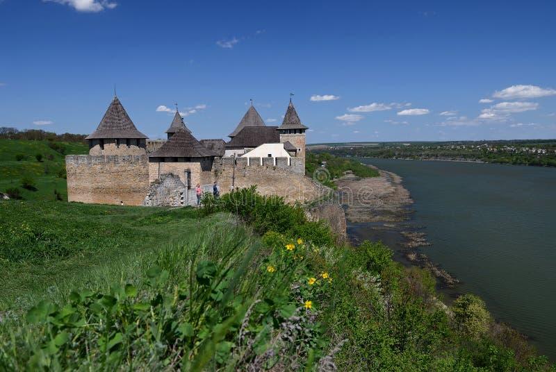Ukraina Hotinskaya fästning under den blåa himlen på Maj 3, 2015 royaltyfri foto