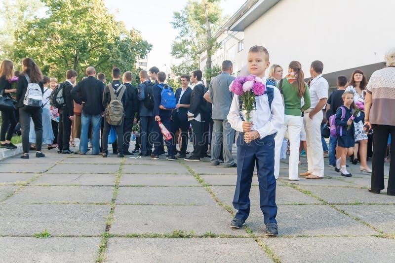 Ukraina Kiev - September 1, 2016 Denväghyvel pojken med flöde fotografering för bildbyråer