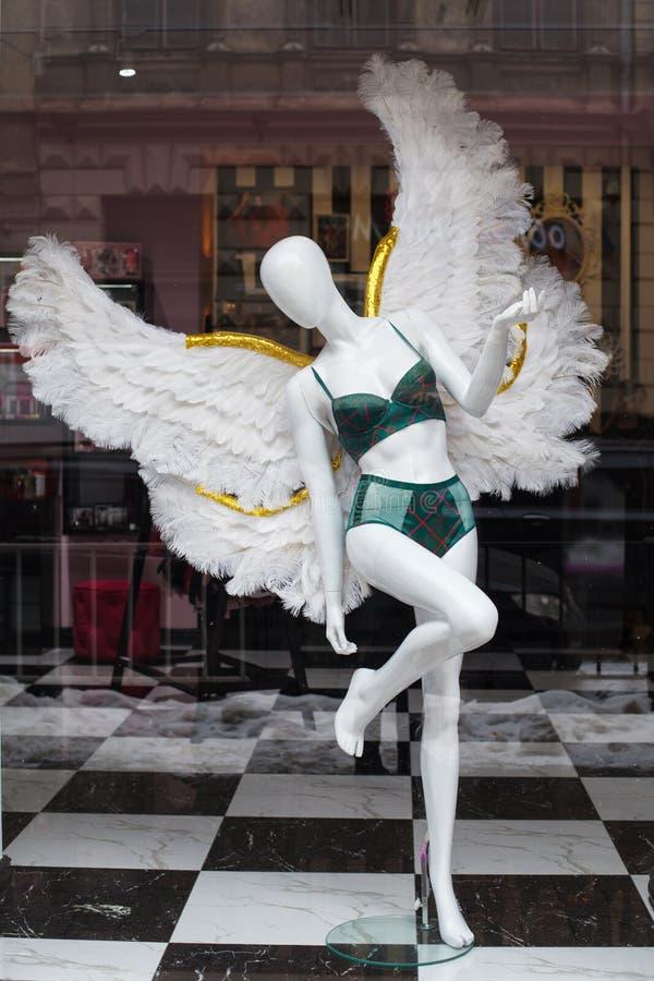 Ukraina Lviv 21 Februari 2018 Underkläderlagerfönster royaltyfria bilder