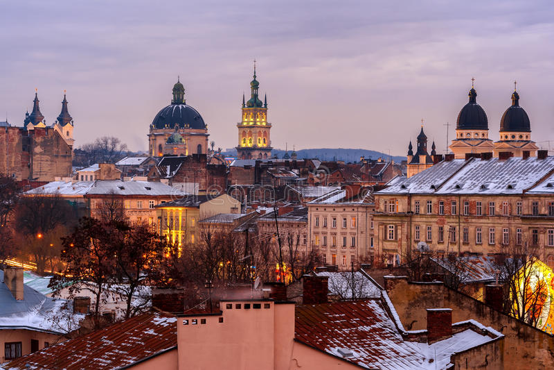 Ukraina Lviv, Grudzień, -, 16, 2016: Wieczór Lviv Widok ce zdjęcie royalty free