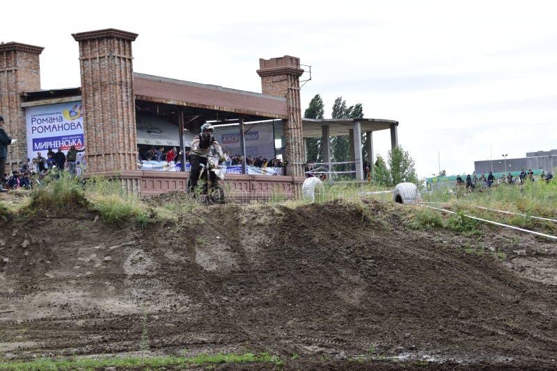 Ukraina Melitopol 05 13 2018: Först i den Ukraina mästerskapet på endurokors royaltyfri bild