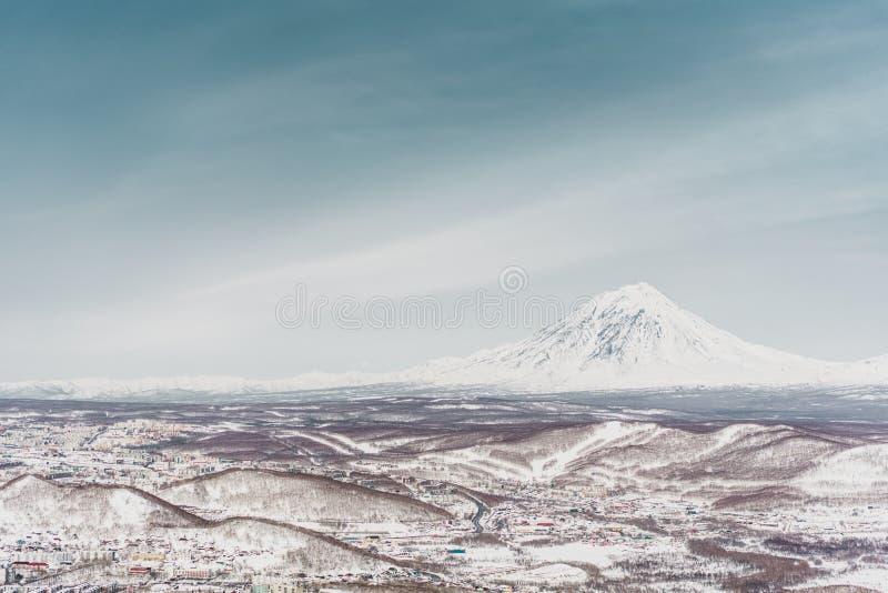 ukraine för dragobratliggandeberg vinter Kamchatka halvö fotografering för bildbyråer