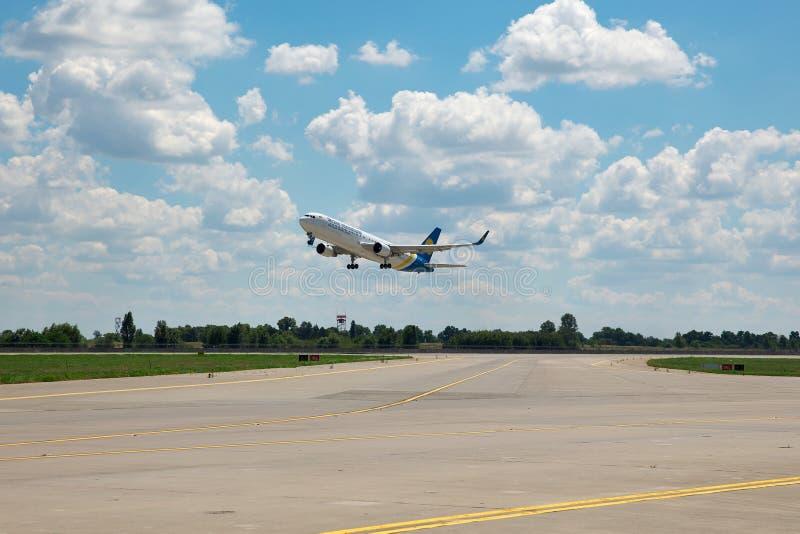 Ukraine International Airlines Boeing 767 obraz stock