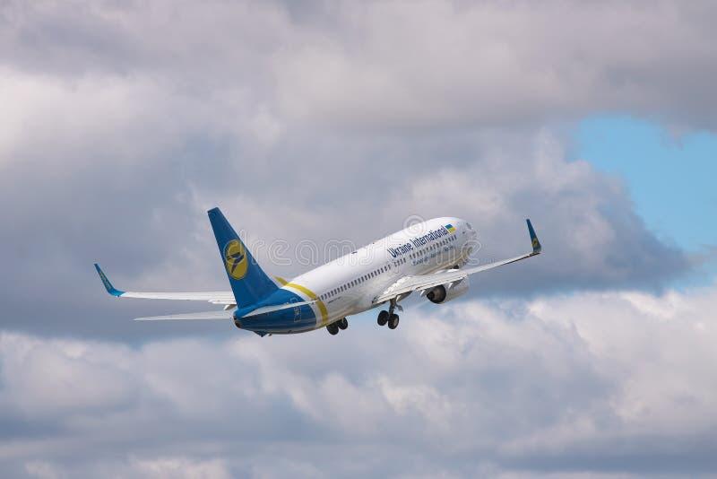 Ukraine International Airlines Boeing 737 stock afbeeldingen