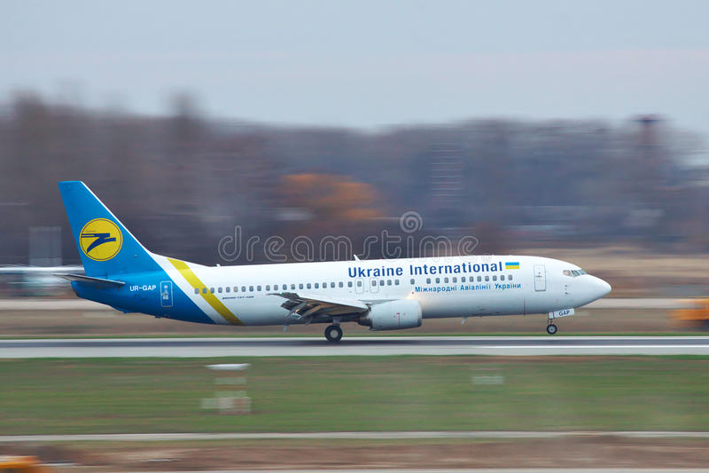 Ukraine International Airlines Boeing 737 fotografia stock