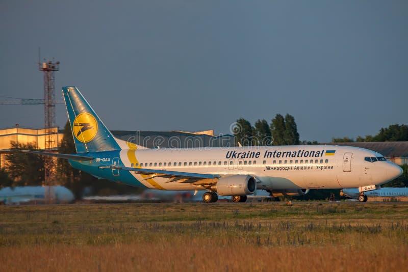 Ukraine International Airlines Boeing 737-400 zdjęcia stock