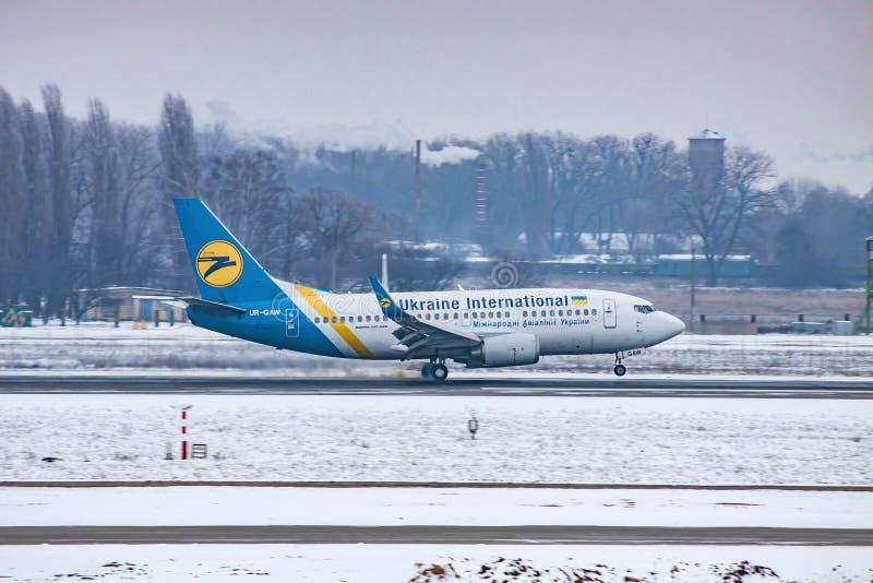 Ukraine International Airlines Boeing 737 zdjęcia stock