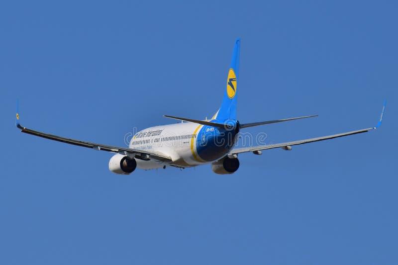 Ukraine International Airlines Boeing 737 zdjęcia royalty free