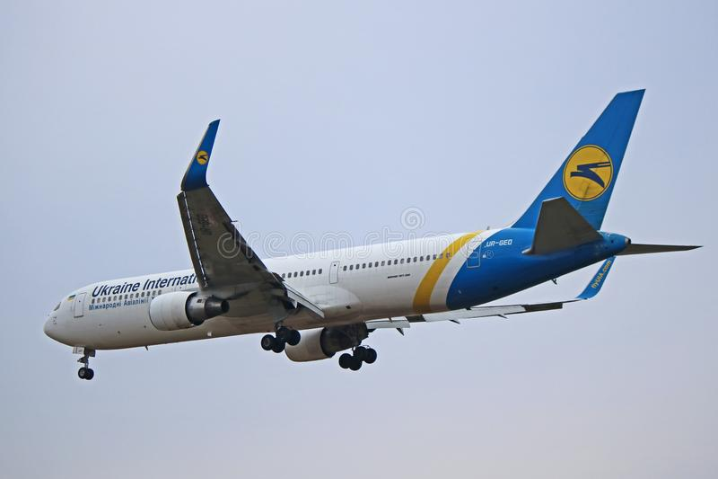 Ukraine International Airlines Boeing 767-300ER B763 zdjęcie stock