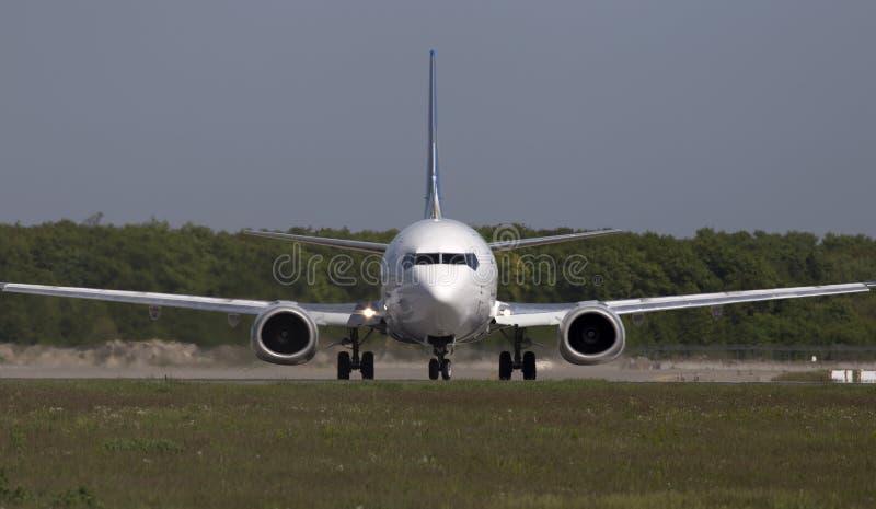 Ukraine International Airlines Boeing 737-500 Flugzeuge auf der Rollbahn stockfotografie