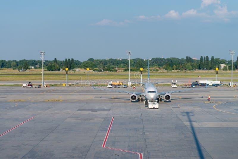 Ukraine International Airlines samolot w lotnisku fotografia royalty free