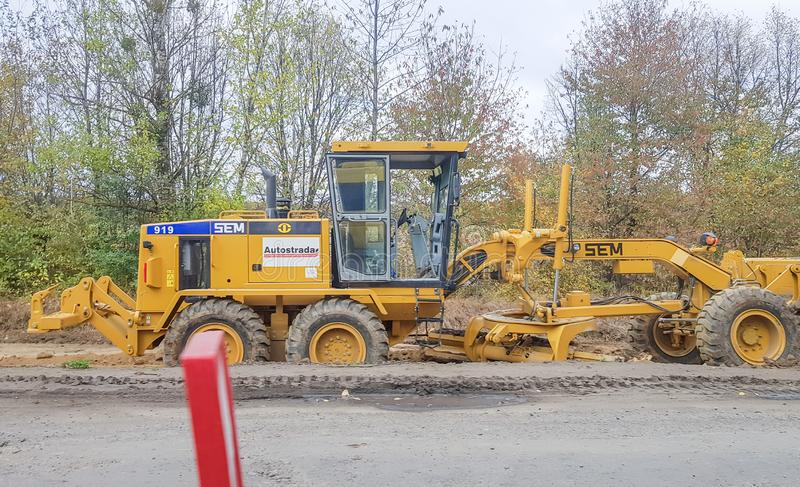 Ukraine, Kiev - 1er octobre 2019 : Routes routières, tracteurs et matériel de construction sont en train de travailler sur un nou photographie stock libre de droits