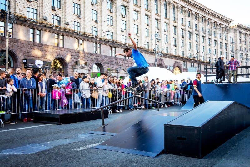 ukraine kiev Oktober 2018 Een Amerikaanse skateboarder tijdens DEM stock afbeelding