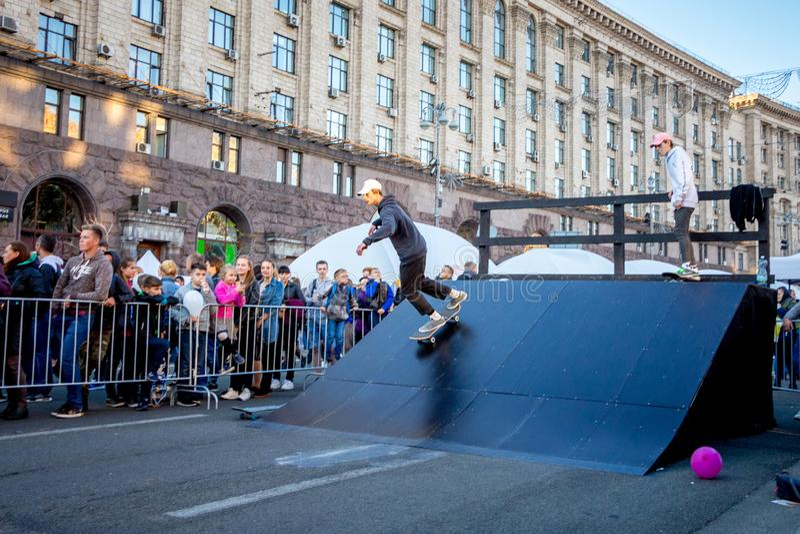 ukraine kiev Oktober 2018 Een Amerikaanse skateboarder tijdens per stock foto