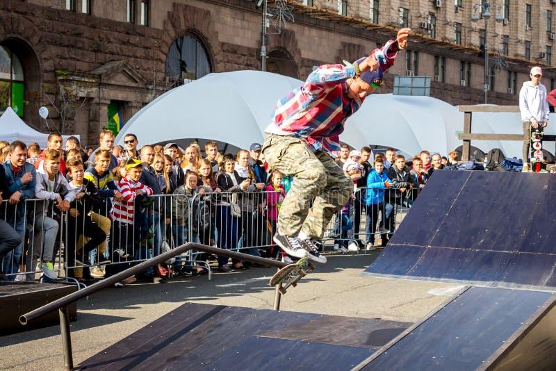 ukraine kiev Oktober 2018 Een Amerikaanse skateboarder tijdens per royalty-vrije stock foto's
