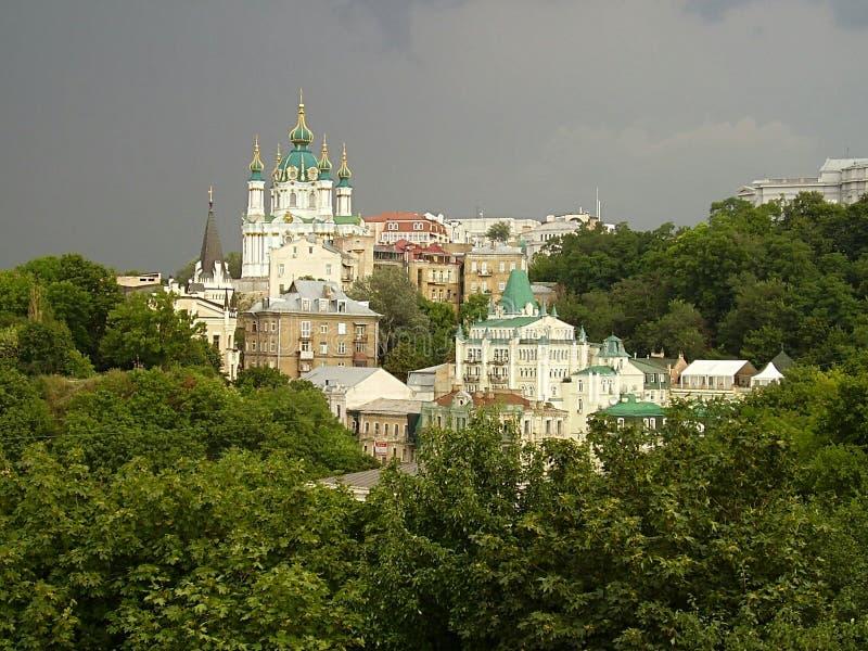 Ukraine, Kiew, 2010, Andreevskaya-Kirche, goldene Hauben, lizenzfreie stockbilder