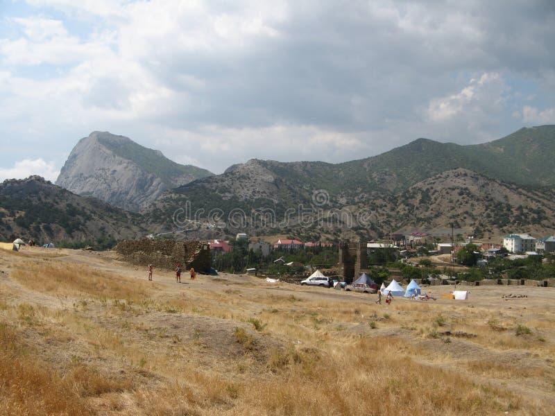 ukraine krim Feld nahe der Genoese Festung in Sudak stockfoto